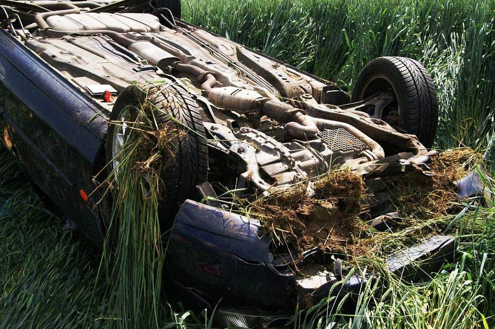 Takhle dopadl osobní automobil značky Ford, který havaroval  ve čtvrtek odpoledne v Rozhovicích. Nehoda, která se stále vyšetřuje, se naštěstí obešla bez vážnějších zranění.