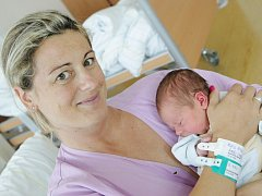 Gabriel Mach  se narodil 25. července ve 12:54 hodin. Měřil 49 centimetrů a vážil 3400 gramů. Maminku Danielu u porodu podporoval tatínek Pavel a doma v Pardubicích na ně čeká ještě Daniel (1,5).