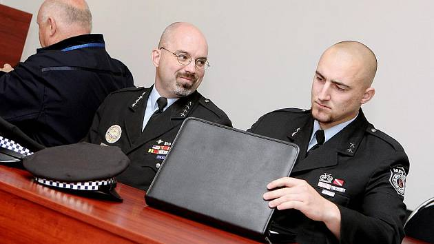 Pavel Řehoř (vlevo) a Patrik Trojan u soudu