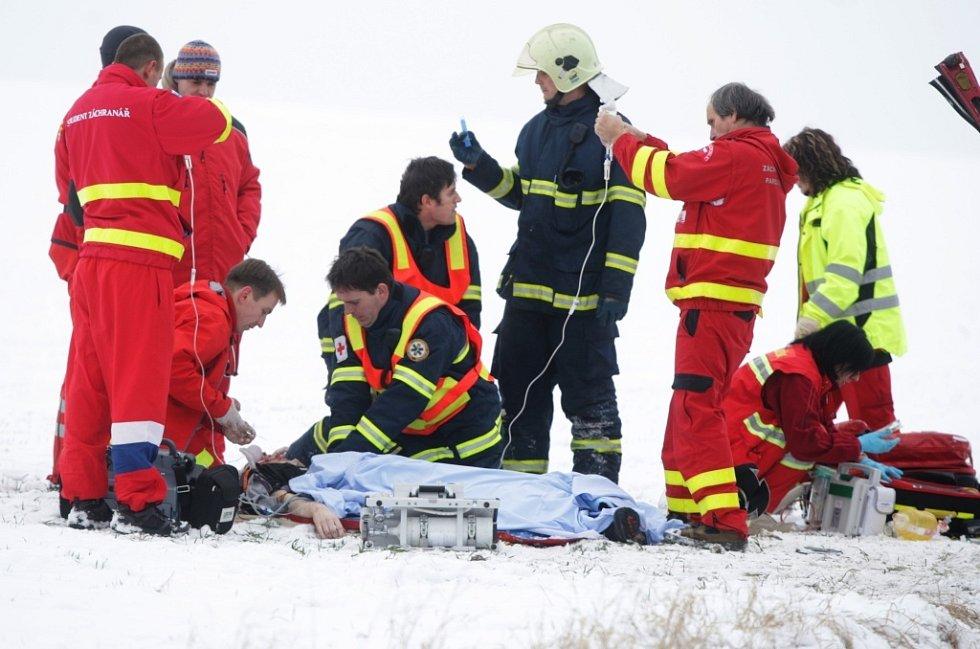 15. ledna. Nehoda u Ostřešan měla i přes snahu záchranářů smrtelné následky.