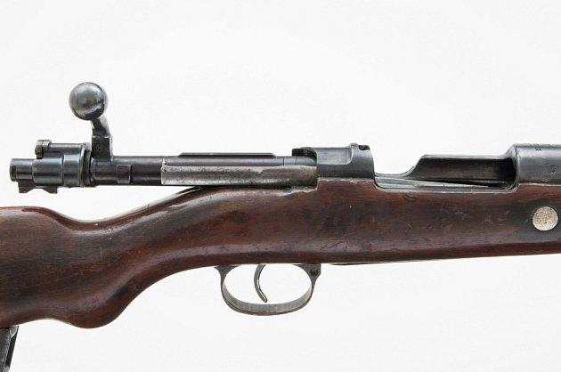 Pušky Mauser 98používal neměcký policejní pluk Böhmen odpovědný iza vyhlazení osady Ležáky.