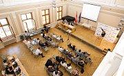 Konference 2030 v zasedacím sále pardubické radnice.