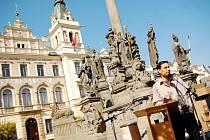 Čtení z Bible na pardubickém Pernštýnském náměstí