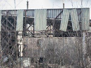 Trosky haly v Poličce. Na zkáze se mohla podepsat také špatně uskladněná munice.