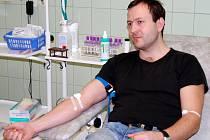 Valentýnské odběry krve v Pardubické nemocnici. Vítězslav Sládek a jeho 100. odběr krve a krevních složek