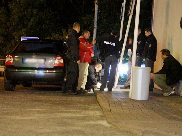 Zadržený passat ukrýval vše potřebné k ukradení automobilů - včetně rušiček vyhledávacích zařízení.