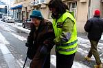 Anarchisté pochodovali městem. Policie, která podle nich vraždí, raději uklízela z cesty agresivního davu náhodné kolemjdoucí..