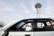 Zaparkovaný autovrak na Masarykově náměstí