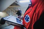 Data o výjezdu a zdravotním stavu se zpracovávají online. Dorazí do nemocnice dříve než pacient v sanitce.