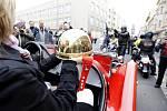 Zlatá přilba pro vítěze 61. ročníku legendárního závodu se vydává na cestu na stadion ve Svítkově