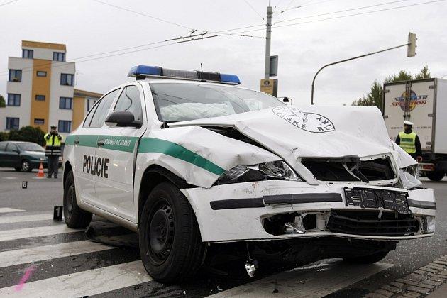 Nehoda v křižovatce si vyžádala pět zraněných