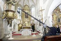 Natáčení dokumentu o Pernštejnech v kostele svatého Bartoloměje v Pardubicích