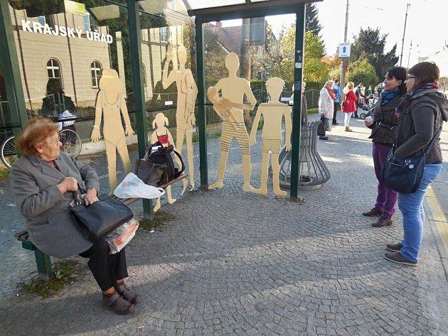 Výtvarný objekt Rodinka Plavcových, vytvořený žáky výtvarného oboru Základní umělecké školy v Polabinách