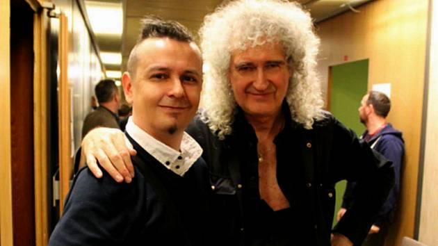 Zpěvák Jiří Ševčík s Brianem Mayem, kytaristou legendárních Queen.