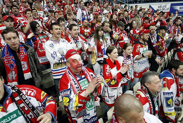 Na nedělní utkání ve Vítkovicích se vydali také věrní pardubičtí fans!