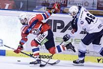 Z duelu hokejové extraligy Pardubice - Plzeň (2:0).