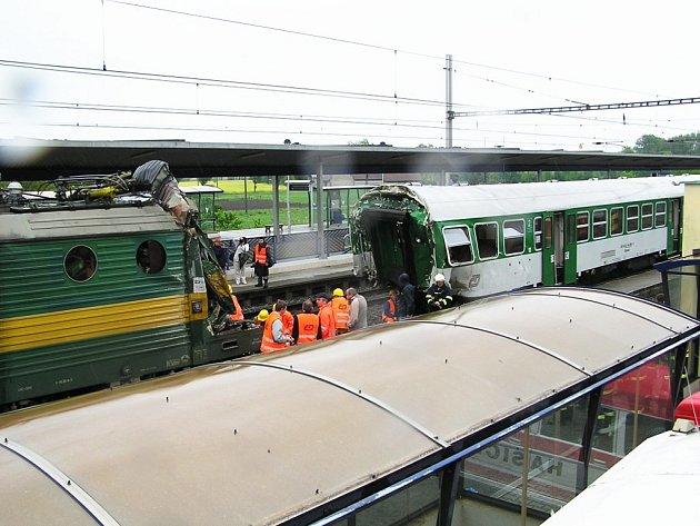 Vyšetřovatelé zkoumají oddělený vagon i lokomotivu