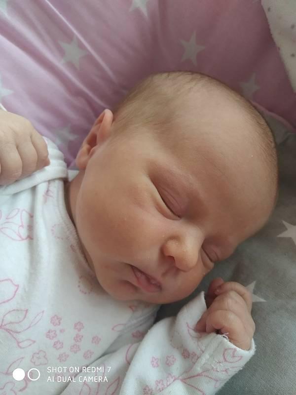 Nikol Preislerová se narodila 3. 7. 2021 v 8:51 hodin. Vážila 2930 g a měřila 47 cm. Radost udělala mamince Monice a tatínkovi Petrovi. Doma v Nasavrkách se na ni těšila sestřička Viktorka (3 roky). Foto: rodina