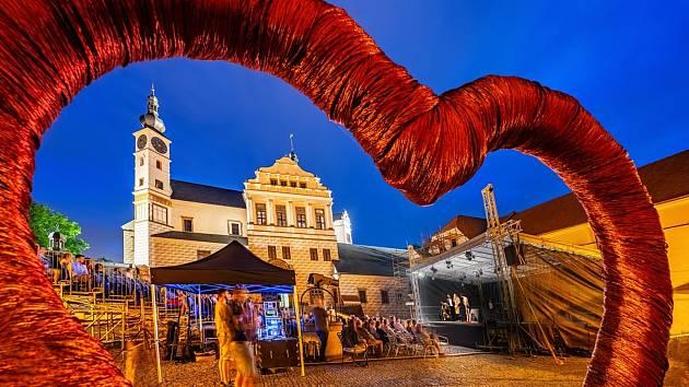 Zámek plný divadla. Do soboty poběží na pardubickém zámku divadelní festival Pernštejnlove.