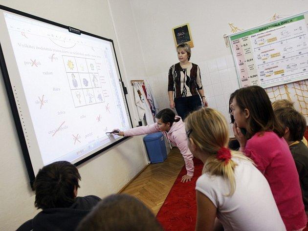 Interaktivní tabule v ostřetínské škole