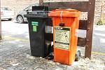 """V Pardubicích přibyly nové """"oranžové"""" popelnice na sběr použitých jedlých olejů a tuků."""