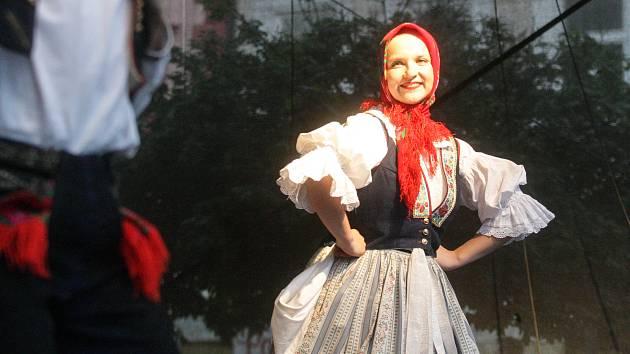 Tradiční folklórní festival Pernštýnská noc v Pardubicích v roce 2019.