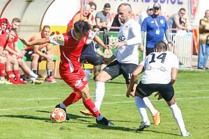 Česká fotbalová liga, skupina B: FK Pardubice B - TJ Sokol Živanice. Oba soupeři se potkají i v nové sezoně.