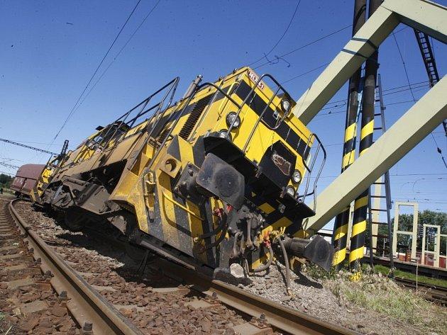 Vykolejení nákladního vlaku na pardubickém nádraží má zřejmě na svědomí závada na výhybce.