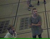 Policie hledá dva mladíky z videa.