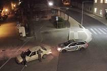 Strážníci chytili dva řidiče bez papírů. Jeden jel rychle, druhý bez technické a pod vlivem.