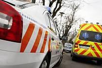 Důchodkyni ve Škroupově ulici záchranáři odvezli do nemocnice