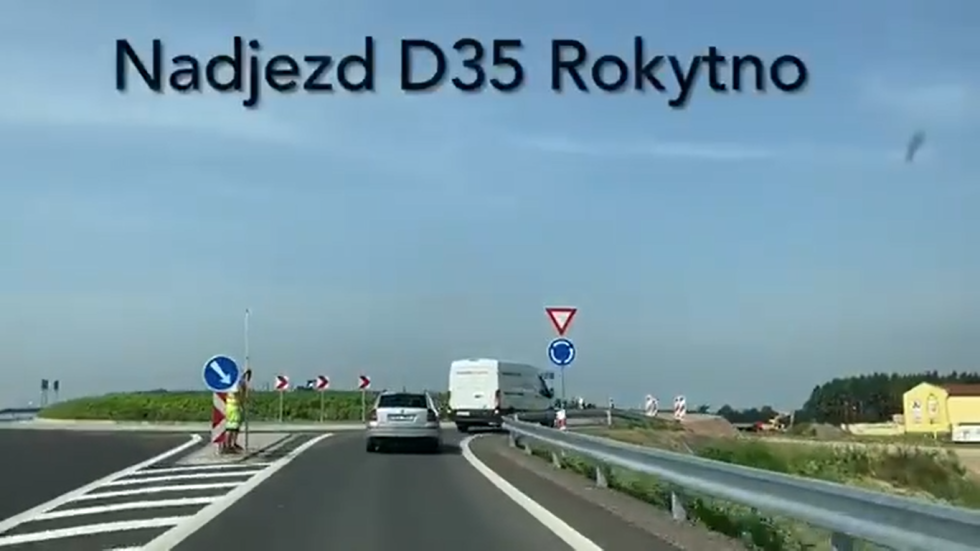 Hotové nadjezdy nad dálnicí D35
