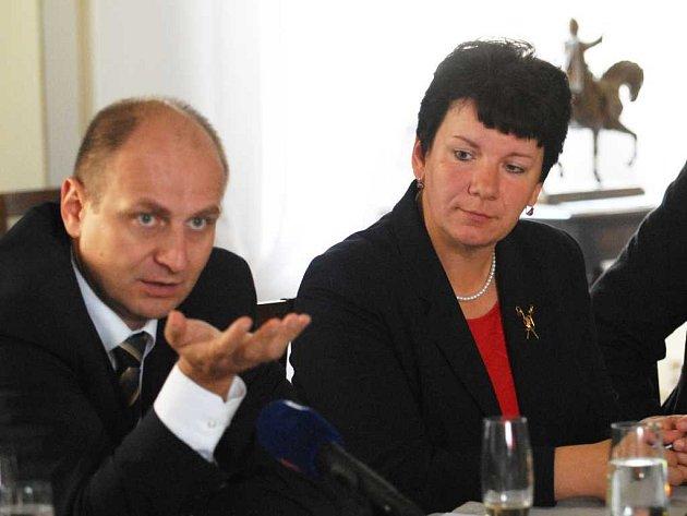 Ministr zemědělství Petr Gandalovič a ředitelka hřebčína Lenka Gotthardová