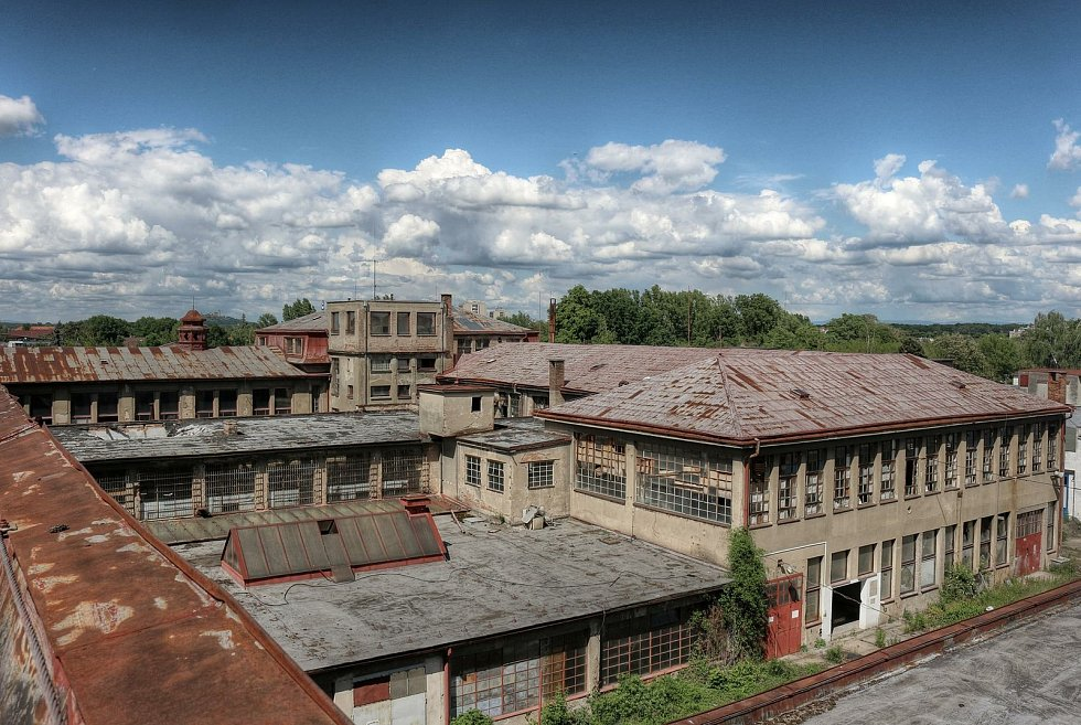 Bývalá továrna Tesla Pardubice je opuštěná už od počátku 90. let. Zchátralý areál, který zůstal zčásti vybaven, do nedávna lákal zvědavce. Nyní má jít k zemi.Foto: URBEX - Places of Silence