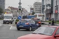 Dopravní špička na Masarykově náměstí.