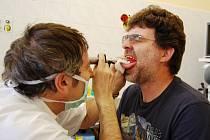 Vyšetření ve foniatrické ordinaci ORL kliniky.