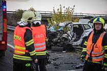 Tragická nehoda u Dražkovic. Čelní střet osobního vozu s kamionem.