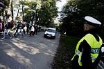 Příjezd k závodišti od rána hlídá také policie