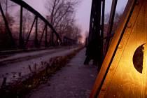 Most v bývalém vojenském prostoru v Pardubičkách