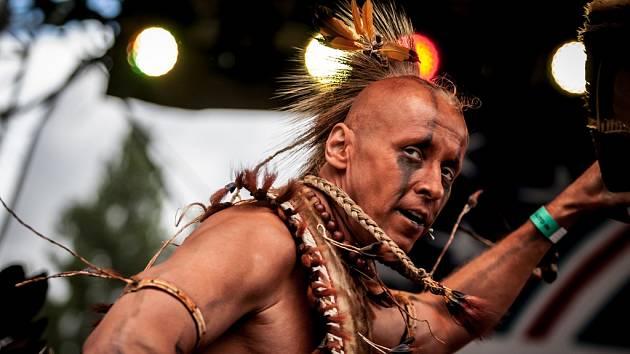 Friends Fest 2017 v Pardubicích. Tradiční tance Pow Wow amerických indiánů.