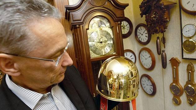 Zlatá přilba pro dvaašedesátého vítěze slavného plochodrážního závodu je již připravena