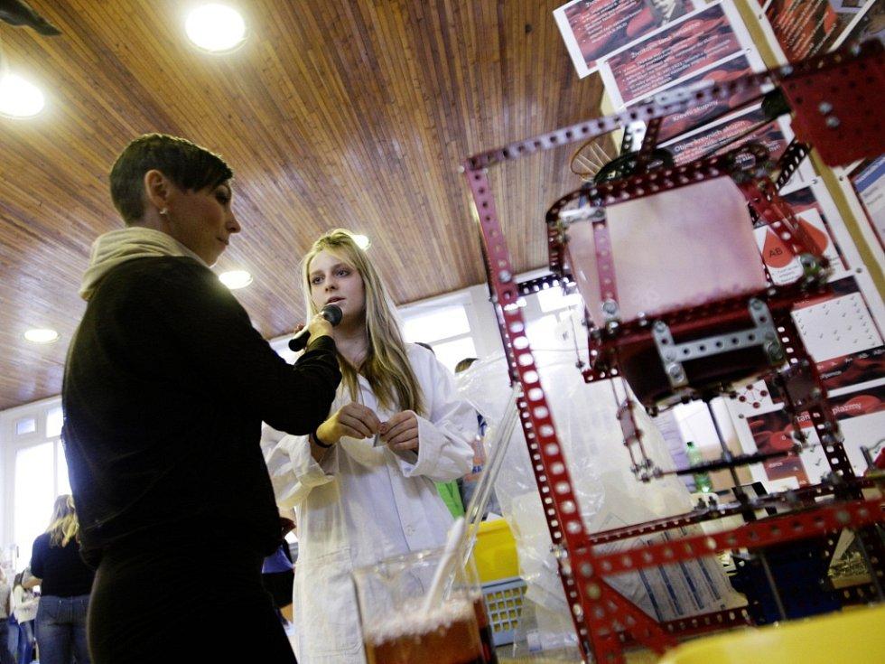Soutěž projektů žáků devátých tříd v soutěži Mladý chemik v Pardubicích