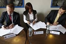 Podpis dohody mezi Pardubickým krajem, KONEPem a Krajskou hospodářskou komorou