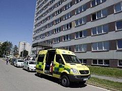 Z dvanáctipatrové budovy Fakulty ekonomicko–správní vyskočil sedmadvacetiletý muž.