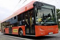 Pardubicemi se v těchto dnech prohání autobus na stlačený plyn
