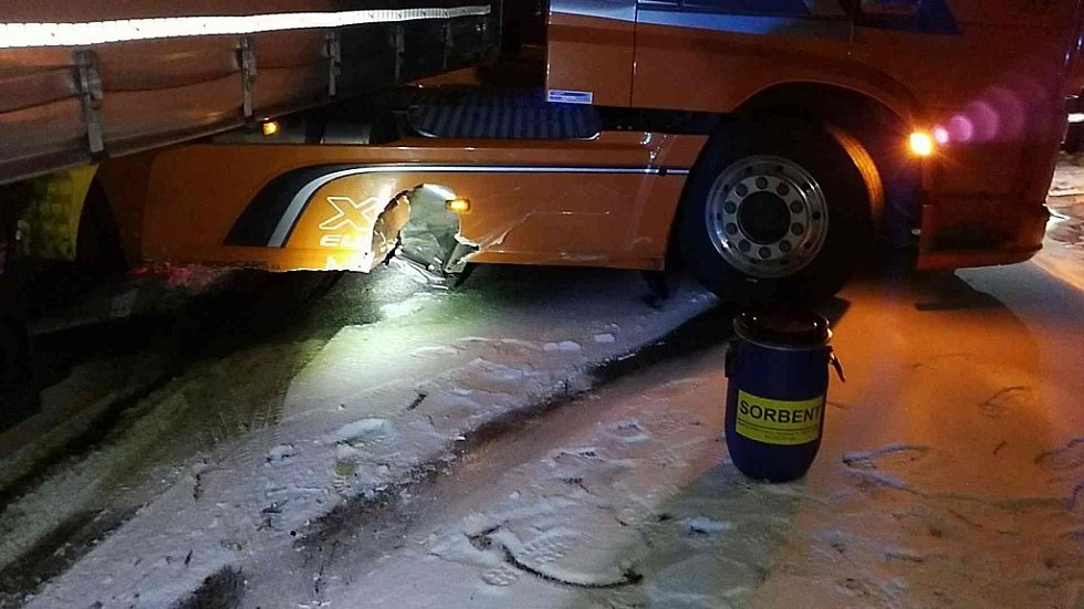 Nehoda nákladního vozidla v Čankovicích.