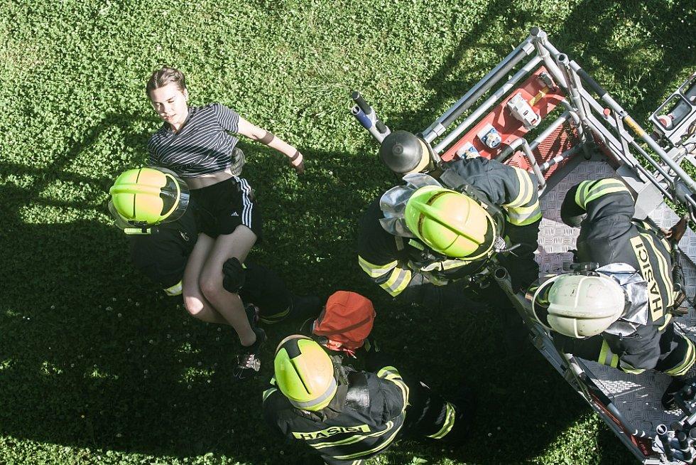 Požární a evakuační cvičení na Základní škole v Cholticích.