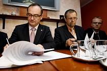 Podpis koaliční smlouvy mezi ČSSD a Koalicí pro Pardubický kraj