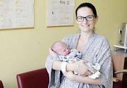 ANTONÍN BAAR se narodil 6. července ve 23 hodin a 16 minut. Měřil 50 centimetrů a vážil 4000 gramů. Maminku Lucii podpořil u porodu tatínek Pavel. Bydlí v Pardubicích.