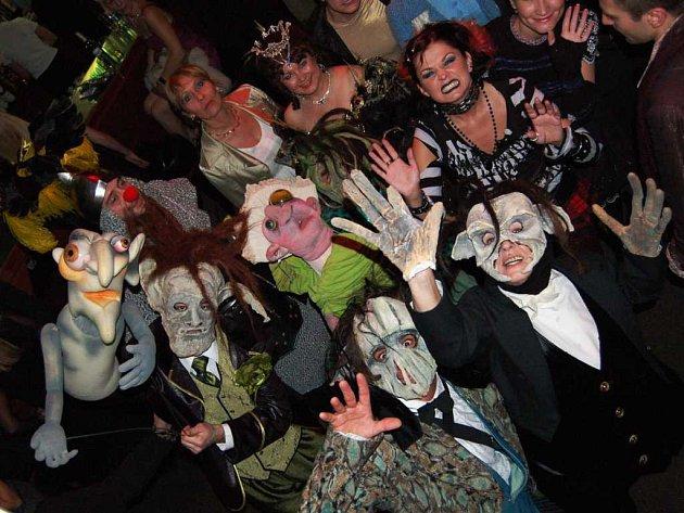 Ples příšer - na taneční parket vtrhli postavy z divadelních her